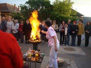 Ceremonia focului-Zana cu coroana de foc