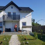 Casa cea nouă, albă și cochetă
